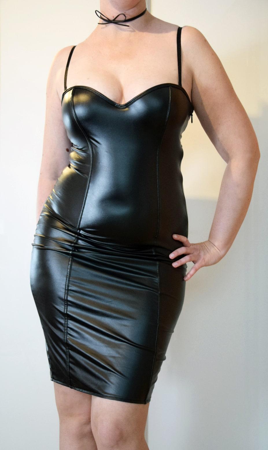 Erotisches Kleid für kurvige Frauen